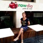 Carina, chelnerita vesela de la Rawdia