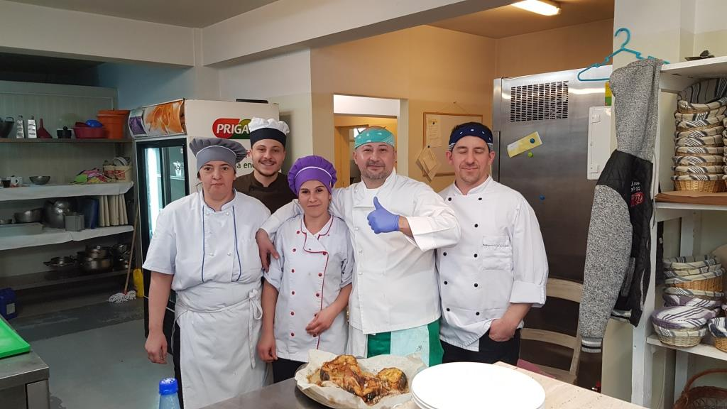 Chef Alexandru Stoica si echipa sa