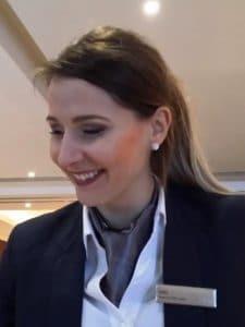 Miki - cea mai adorabila chelnerita de la Hilton