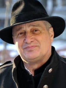 Mircea Dinescu, Lacrimi si Sfinti