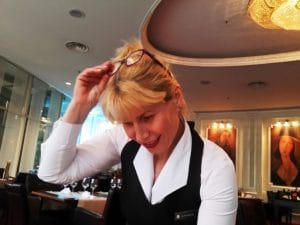 Liliana Grigore, chelnerita la restaurantul Modigliani, Hotelul Intercontinental