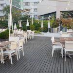 Prime si Sharkia, terasele de vara din curtea interioara a hotelului Radisson