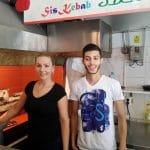 Samy si Mary, chelnerii veseli de la Sis Kebab...