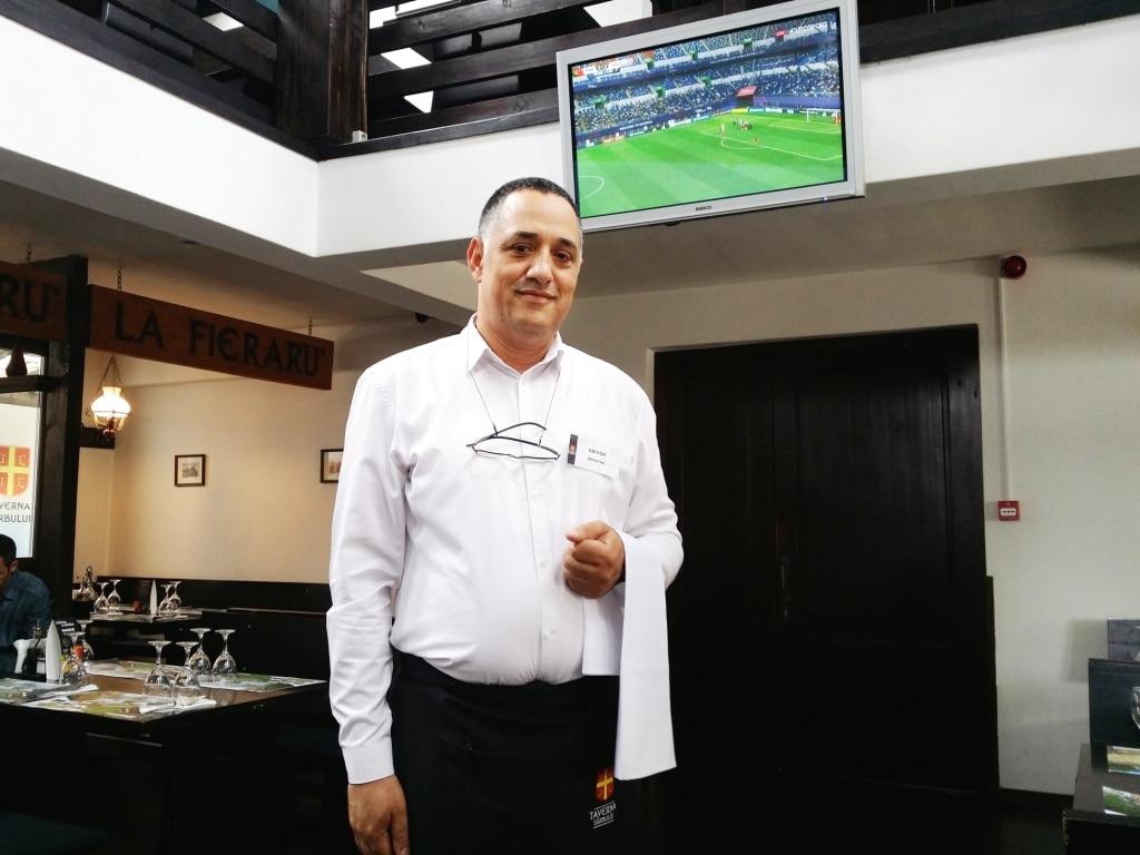 Victor - chelner la Taverna Sarbului