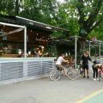 Baraka, terasa boema de hipsteri si skateri in parcul Herastrau din Bucuresti