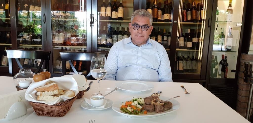 Golden Blitz restaurant romanesc la razoare in Bucuresti