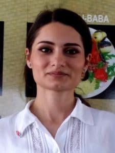 Anca, chelnerita maruntica si adorabila de la restaurantul Ali Baba