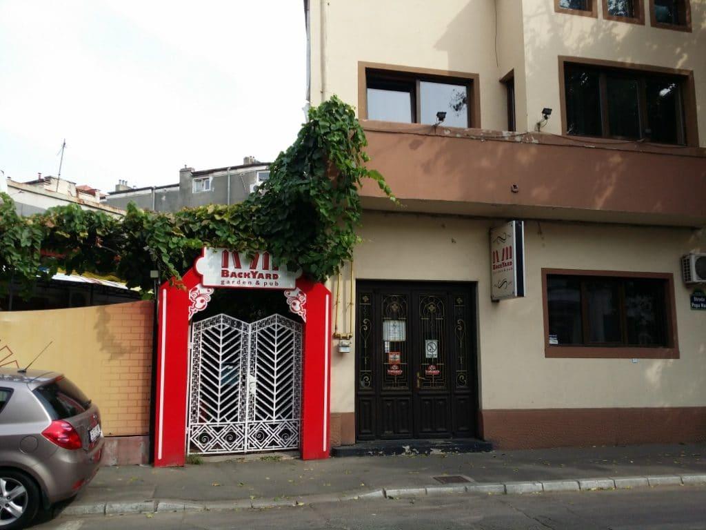 Backyard Garden & Pub, local boem in Popa Nan