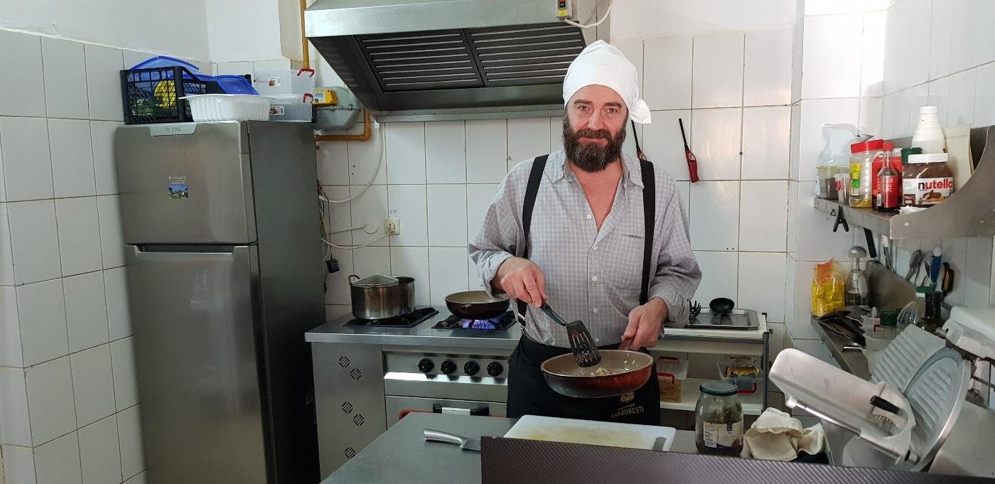 Patronul bucatar-pizzar-pastar-salatar