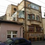 Strada Popa Nan din Bucurestiul vechi, cu restaurantele La Zavat si Backyard