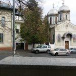 Biserica Schitu Magureanu, vazuta prin fereastra restaurantului Tulin
