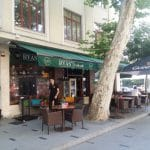 Piata Amzei cu restaurantele The Harbour si Ryans Irish Pub