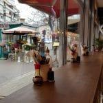 Un street food cu preturi mai mari decat la multe restaurante bune ale Bucurestiului, unele chiar la cativa pasi distanta. De ce se duc oamenii sa manance acolo intr-o rana si sa dea atatia bani, mie mi-e greu sa inteleg... GB