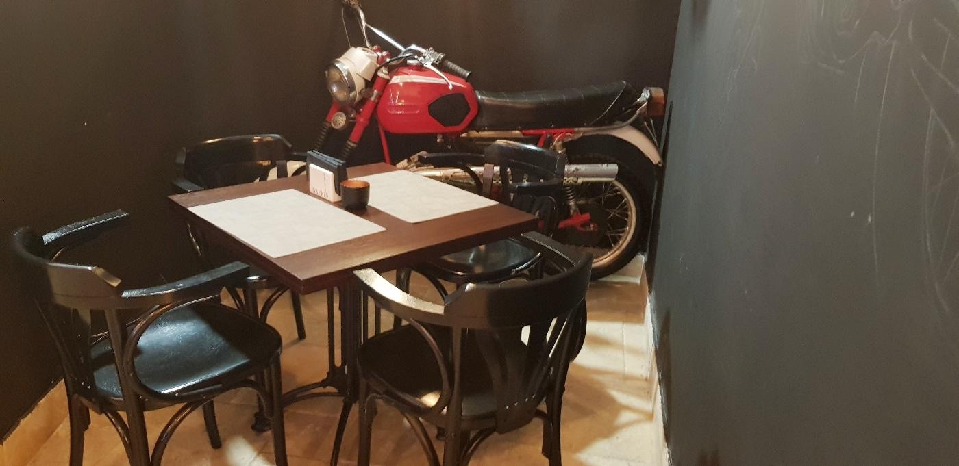 Les motos roumaines Bistro-Hoinar-Mobra-Shop-restaurant-pentru-motociclisti-in-Bucuresti-11