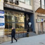 Piata Victoriei vazuta din Teds Coffee Co