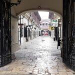 Strada Lipscani din Bucuresti, cu The Ace si alte restaurante
