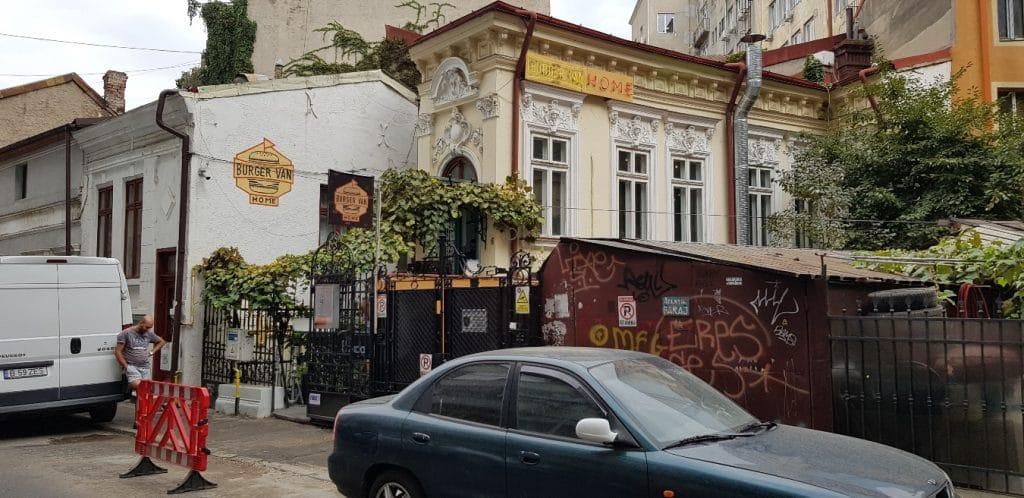 Burger van Home, bistrou de hamburgeri si bucatarie urbana la Piata Rosetti