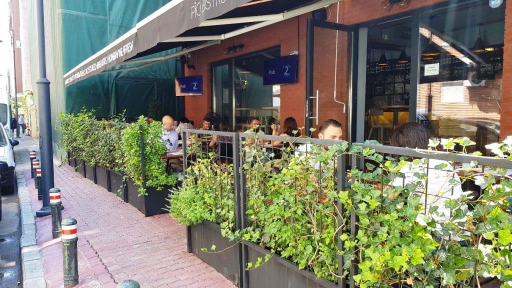 Pio Bistro, restaurant cu bucatarie urbana moderna in Piata Dorobantilor