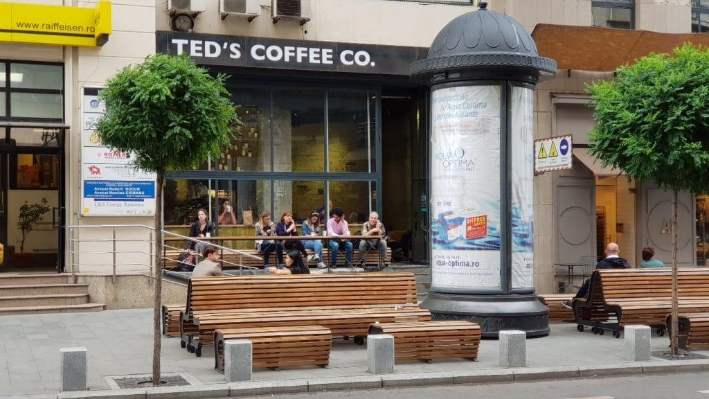 Ted's Coffee Co din Piata Victoriei, vara