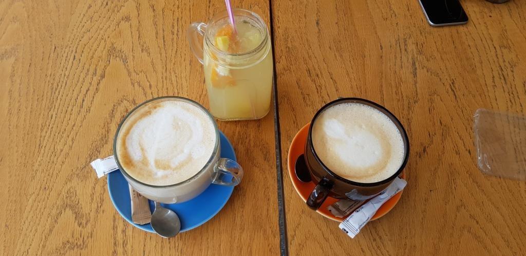 Grand cappuccino la Gram Bistro in Piata Victoriei