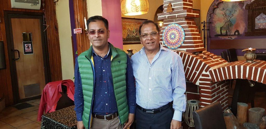 Tatal si fiul, patronii Karishma, restaurant indian in Bucuresti