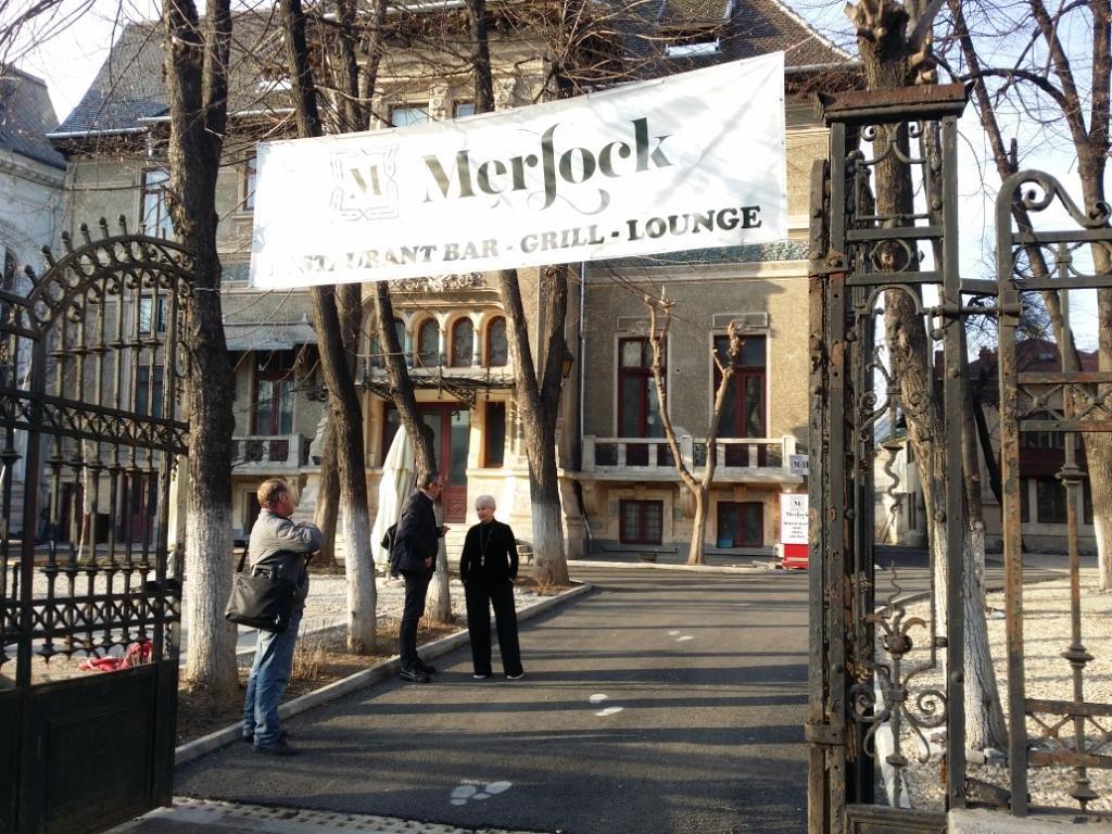 Merlock, terasa artistica, restaurant, bar, grill, lounge