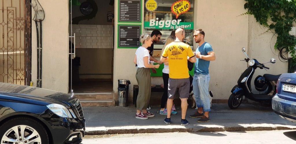 5 to Go Caderea Bastiliei, o cafenea mica
