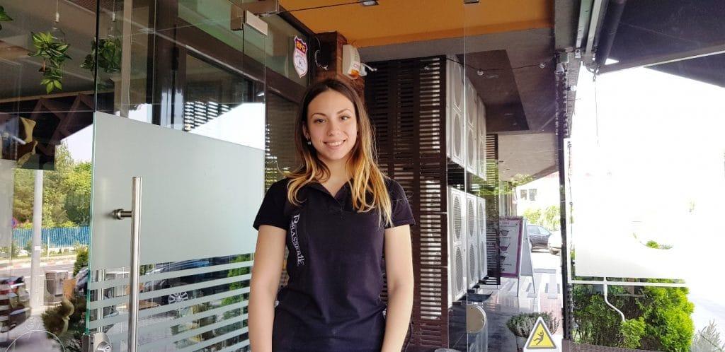 Chelnerita adorabila la Brasserie 41 in Pipera