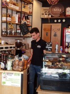 Culmea client service-ului la OKfea, cafenea mica si juice bar in Calea Victoriei