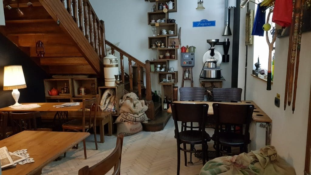 Camera din spate a cafenelei ceainarie Camera din Fata din Piata Amzei