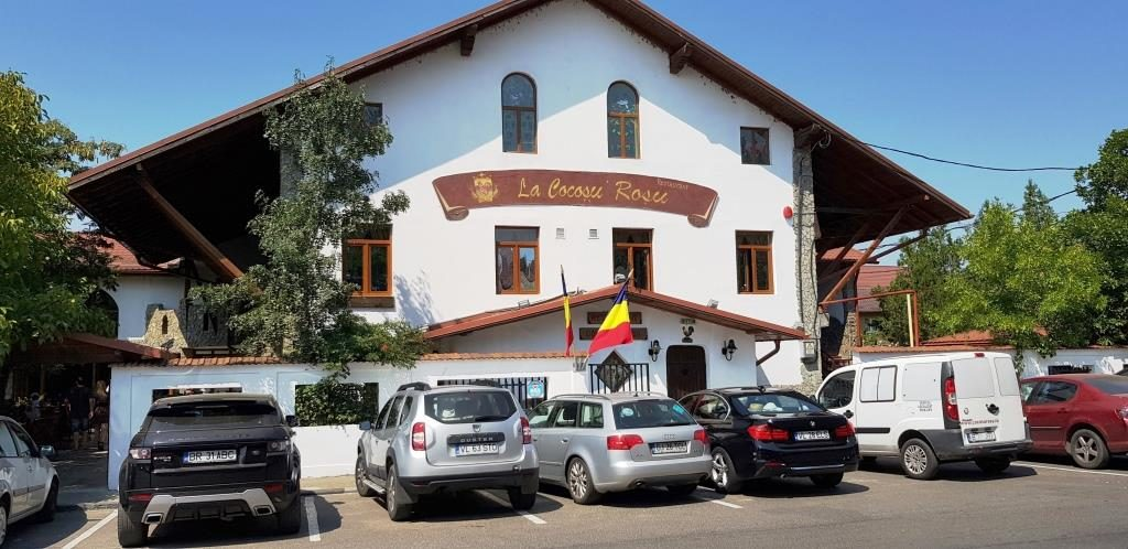 La Cocosu Rosu, restaurant traditional romanesc in cartierul Militari din Bucuresti