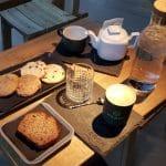 Meron, cafeneaua din Bucuresti cu chelnerite adorabile