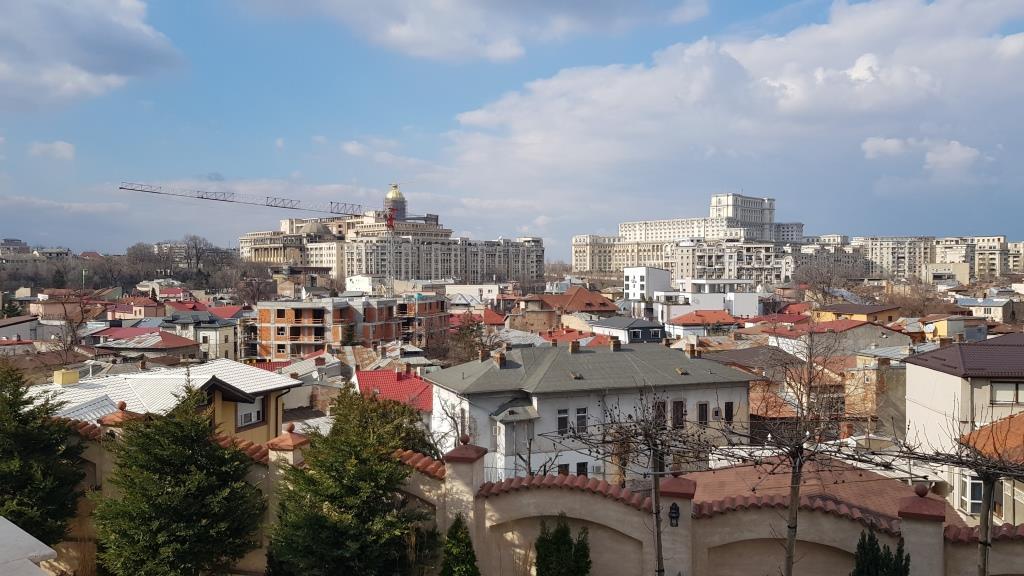 Panorama de pe terasa Palatului Suter