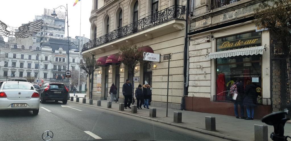 Cafe Royal, cafeneaua hotelului si restaurantului Capitol de pe Calea Victoriei