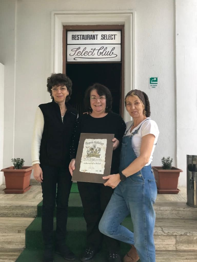 Chelneritele de la Select primind diploma Restocracy