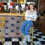 Fata frumoasa la Draft Pub Tankeria Ursus, berarie in Baneasa pe Ionescu Sisesti