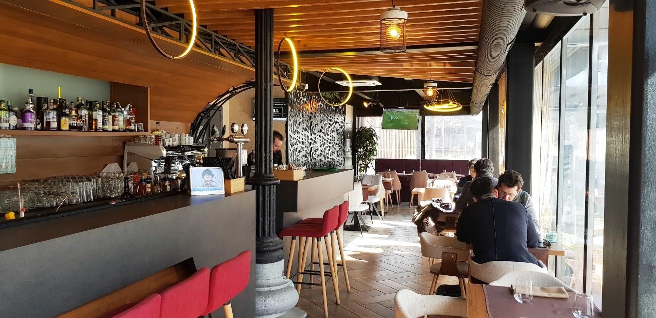 The Dock By The Embassy Restaurant Pe Malul Dambovitei