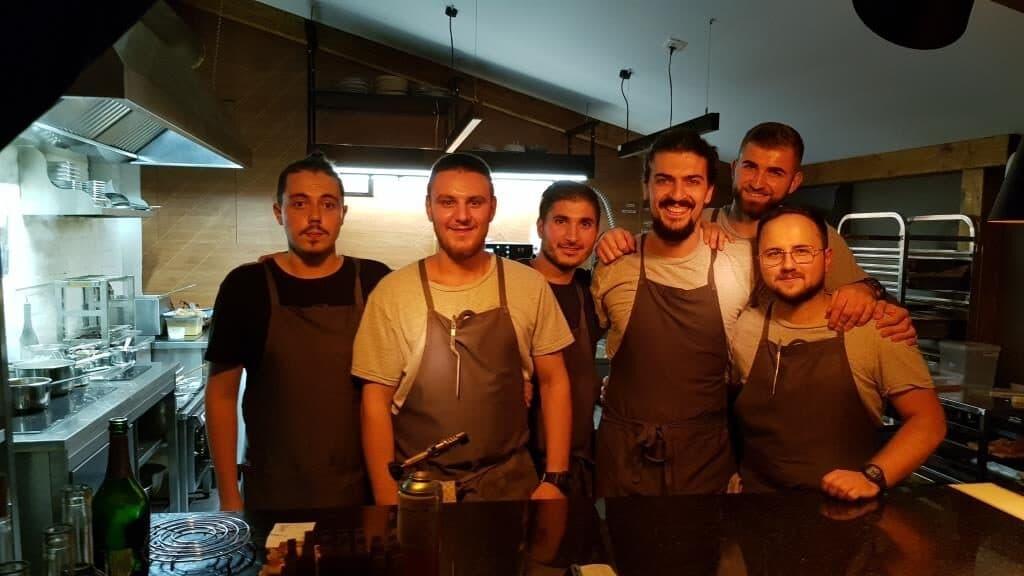 Chef Alex Petricean si oamenii lui din bucatarie