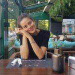 Fata frumoasa intr-un restaurant italian din Piata Alba Iulia