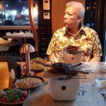 Chef Catalin Petrescu gatind pentru ambasadori