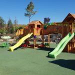 Locul de joaca din parcul conacului Casa Timis din Bucov