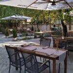 Restaurant cu bucatarie romaneasca creativa terasa