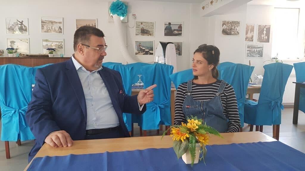 Marian Cuzdrioreanu in dialog cu o fata frumoasa