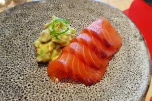 Somon salbatic la Yoshi Sushi & teppanyaki