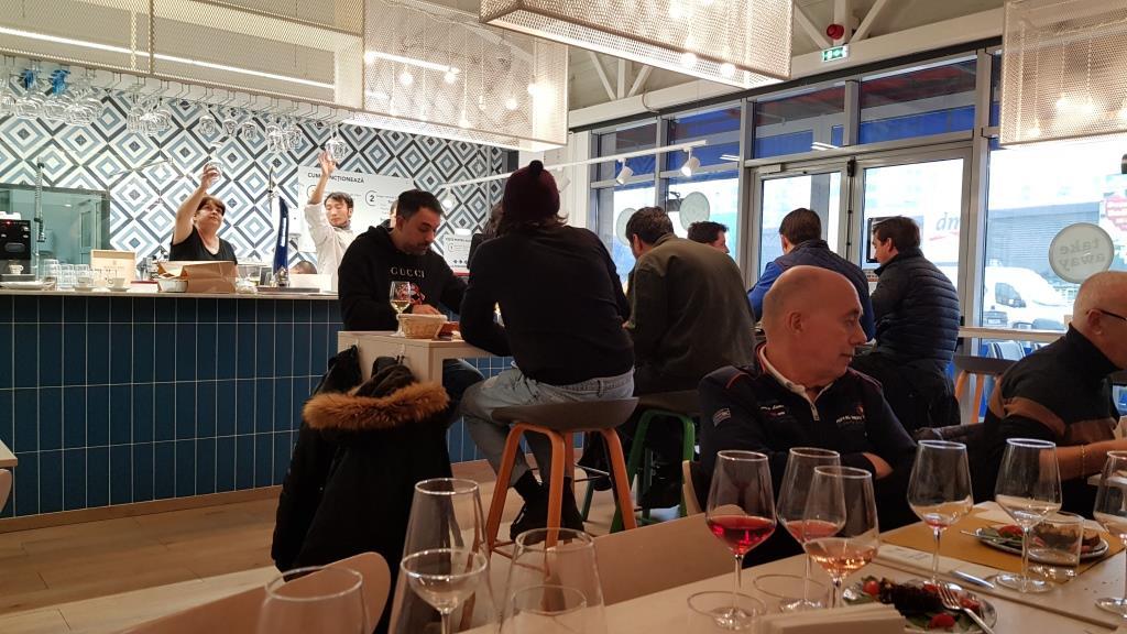 La Pescaderia, restaurant si fish market in Piata Pipera 26