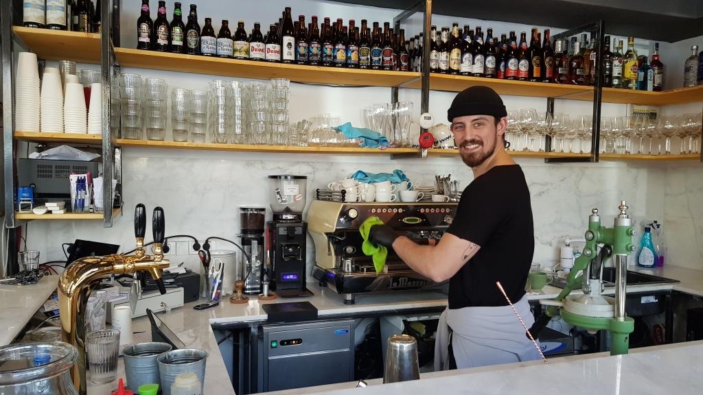 Barman la Ai in Piata Dorobantilor