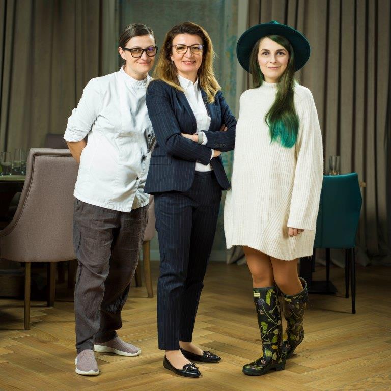 Carmen, Lacramioara si Alice Diaconu